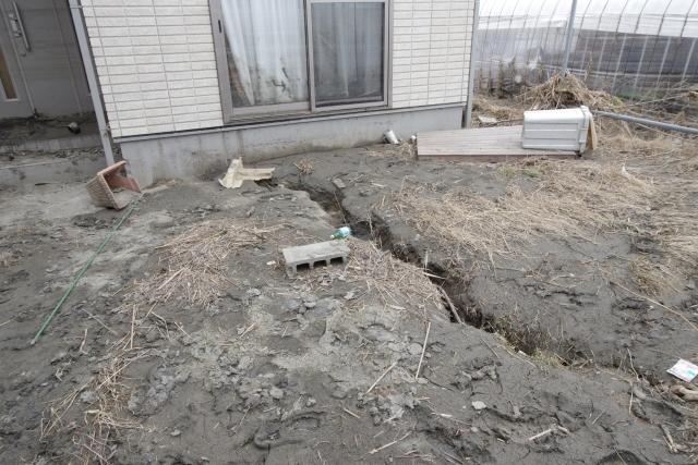 借地上の地盤が地震で損壊したイメージ